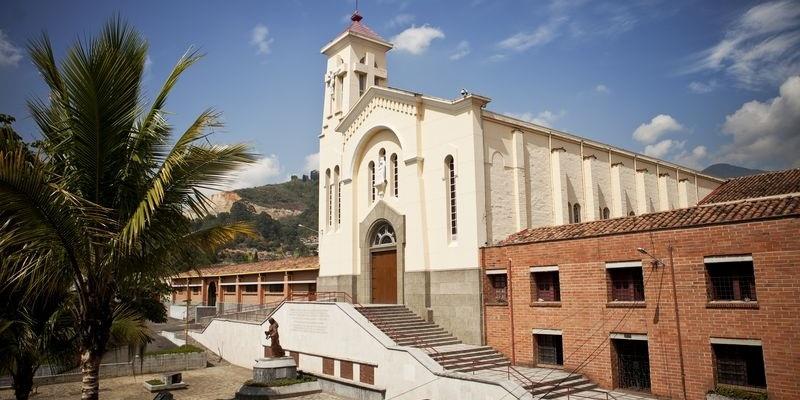 Medellin Santuario Madre Laura